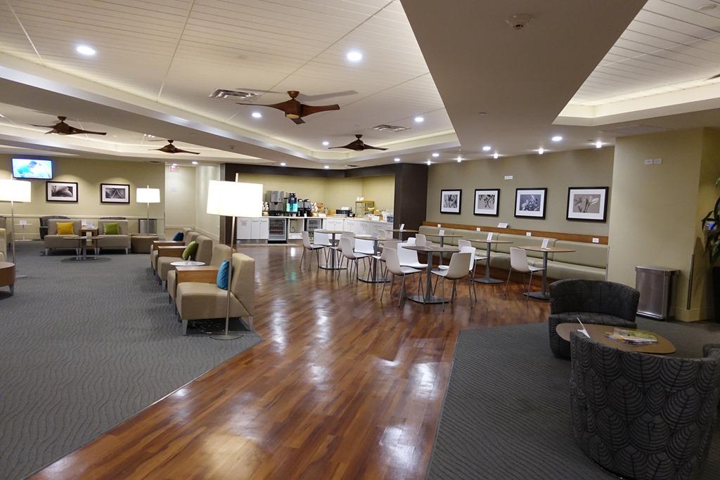 ダニエル・K・イノウエ国際空港 ハワイアン航空「The Plumeria Lounge(プルメリアラウンジ)」レビュー。