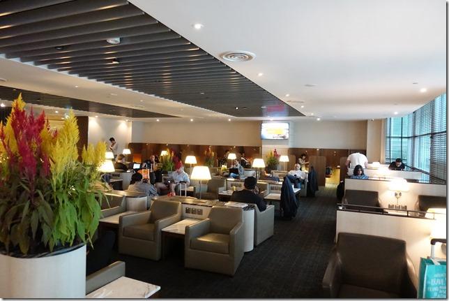 チャンギ空港ターミナル2「SATS Premier Lounge (SATSプレミアラウンジ)」レビュー。