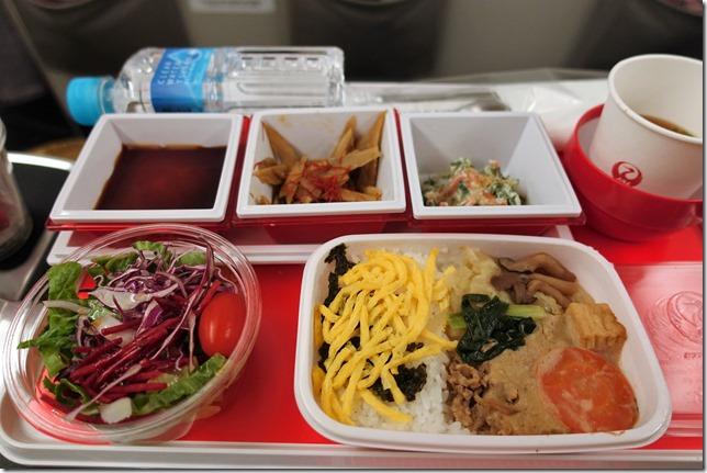 JAL国際線 成田→シンガポール便プレミアムエコノミー(SKY SUITE 777)搭乗レビュー。
