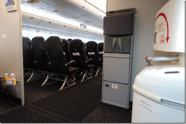 JAL&ANA国内線のオススメの座席と選び方。普通席(エコノミー)とクラスJの違い。